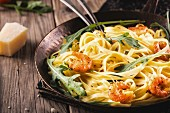 Pan fried italian pasta with shrimps and rucola.