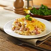 Makkaroni mit Käse und Schinken