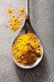 Curry powder on a spoon (view from above)