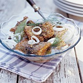 Fried herrings with onions, bay leaf and dill