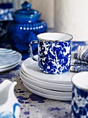 Geschirr in blau und weiss