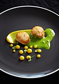 Fried scallops with spinach sauce and curry mayonnaise