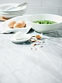 Zutaten für eine Frankfurter Grüne Sauce mit Ei