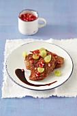 Kalbfleisch mit Trauben und Granatapfelkernen