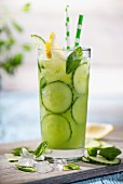 Cucumber spritzer with mint leaves