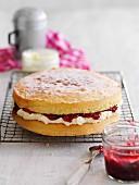 Victoria Sponge Cake mit Marmelade