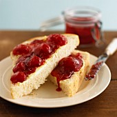 White bread with strawberry marmalade