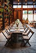 Rustikale Hochzeitstafel im Frühling