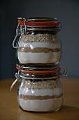 Backmischung für Haferflocken-Rosinen-Cookies in Weckgläsern