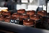 Schokoküchlein in einer Bäckerei