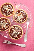 Tartlets with chocolate mousse and nuts