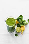 Smoothie with banana, spinach and lime