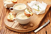 Creamy onion soup, served with slices of baguette topped with Camembert