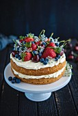 Sponge cake with cream and berries