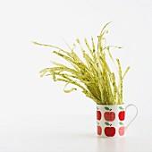 Spinach tagliatelle drying in a mug