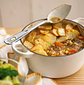 Hotpot with chicken, vegetables and potato topping