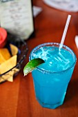Blue Margarita mit Tequila, Citronage und Blue Curacao