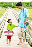 Vater und Sohn gehen Angeln