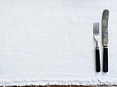 Messer & Gabl auf leerem Tischset