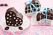 Individual heart-shaped mocha cream cakes