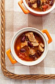 Chilli soup with kidney beans and chicken