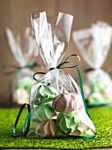Glutenfreie Mini-Baisers, als Geschenke verpackt