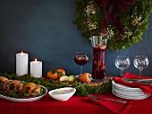 Weihnachtsbuffet mit Hähnchen, grünen Bohnen, Cranberries, Sauce und Sangria