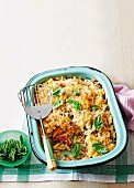 Macaroni bake with vegetables and breadcrumbs