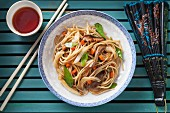 Chinese noodles with carrots, mange tout and mushrooms