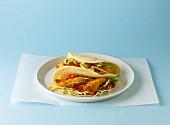 Tacos gefüllt mit paniertem Kabeljau & Gemüse