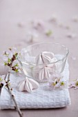 Flower-shaped meringues