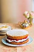 Biskuit-Himbeer-Torte
