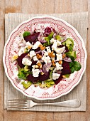 Mixed leaf salad with beetroot, walnuts and feta