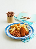 Fischstäbchen mit Baked Beans und Pommes frites