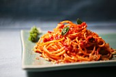 Pasta povera (spaghetti with tomatoes and breadcrumbs, Italy)