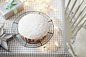 Sponge cake with icing sugar