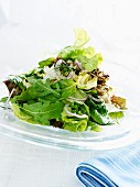 Mixed leaf salad with onions