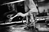 Silbernes Teekännchen