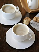 Zwei Milchkaffee mit Crema