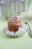 Mini-Brot mit Hackfleischfüllung und pikante Gelatinewürfel