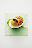 Eier mit Lachstartar, Creme fraiche und Kaviar