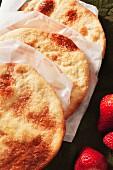 Spanische süße Tortas mit Erdbeeren