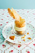 Honey and almond cake in a glass
