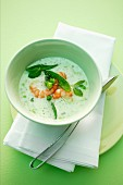 Foamy pea soup with mange tout and prawns