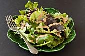 Blattsalat mit natriumarmem Balsamicodressing