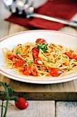 Spaghetti with fresh plum tomatoes and croutons