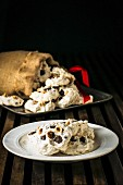 Chocolate chip meringues