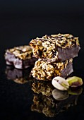 Muesli bars with oats, pistachios and chocolate