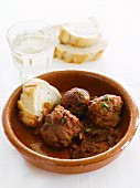 Meatballs with white bread
