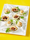 Mini chicken and mushroom tartlets and wontons with figs